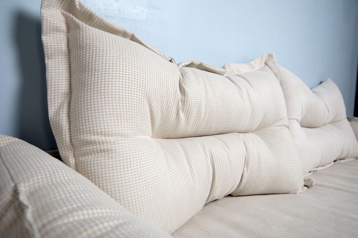 Большая подушка для кровати CAMBRIDGE C02